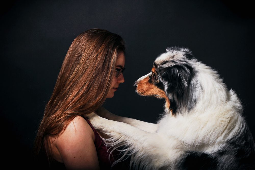 Mädchen mit Australian Shepherd Studiofotografie